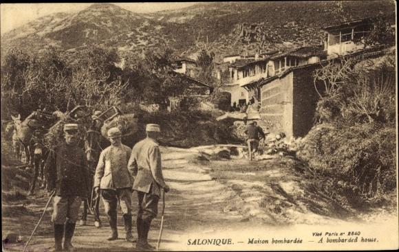 Ak Thessaloniki Griechenland, Maison bombardée, soldats 0