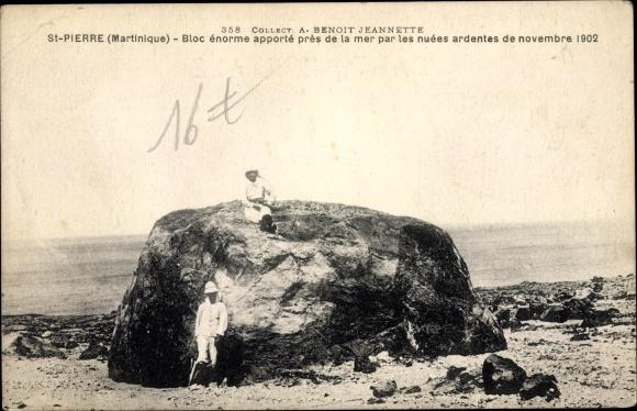 Ak Saint Pierre Martinique, Bloc énorme apporté près de la mer par les nuées ardentes de nov. 1902