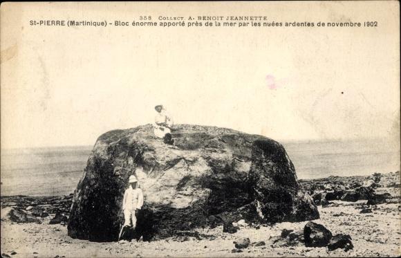 Ak Saint Pierre Martinique, Bloc énorme apporté près de la mer par les nuées ardentes de nov. 1902 0