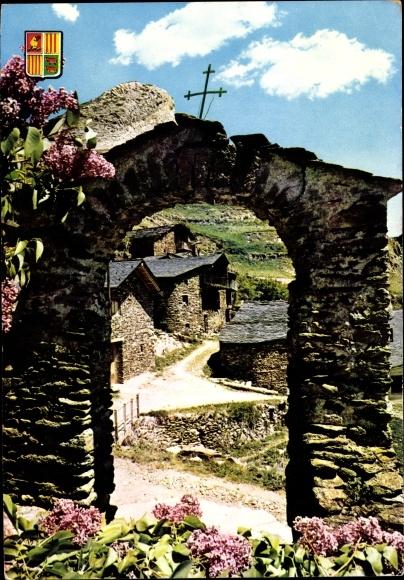 Ak Canillo Andorra, Vue partielle, Arc d'entrée a l'Église