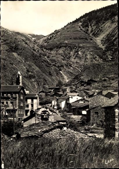 Ak Canillo Andorra, Cahpelle Santa Creu et vue partielle sur le village