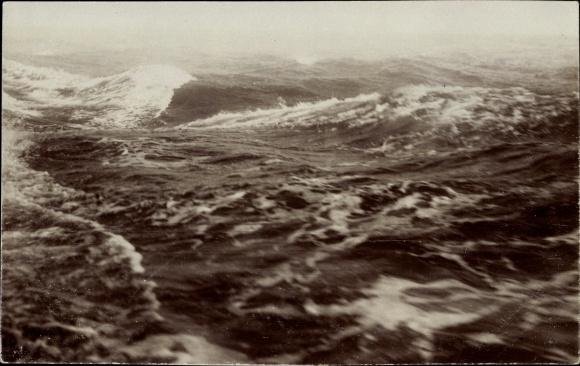 Foto Ak Seereise auf Salonschnelldampfer Odin, Reederei Braeunlich Stettin, Stürmische See