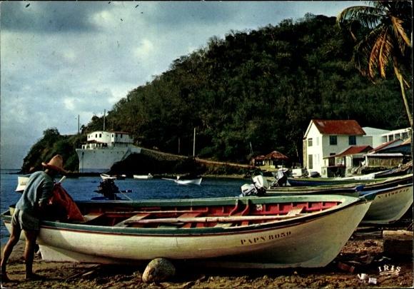 Ak Îles des Saintes Guadeloupe, bateaux tirés à la plage, homme, bâtiments