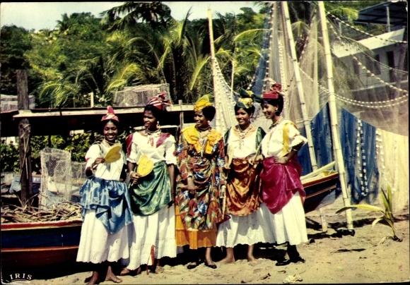 Ak Martinique Guyane Francaise Französisch Guayana, Danseuses, groupe folklorique Loulou Boislaville