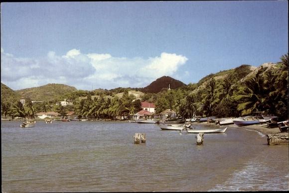 Ak Terre de Haut Les Saintes Guadeloupe, plage, vue panoramique, barques, palmiers, collines