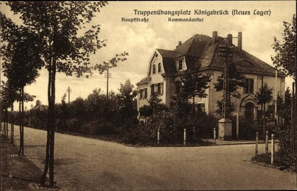 Ak Königsbrück in der Oberlausitz, Truppenübungsplatz, Hauptstraße, Kommandantur