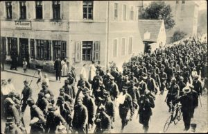 Ak Königsbrück in der Oberlausitz, Transport französischer Kriegsgefangener, I. WK, Schuhmacher