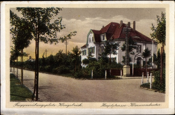 Ak Königsbrück in der Oberlausitz, Hauptstraße, Kommandantur, Truppenübungsplatz