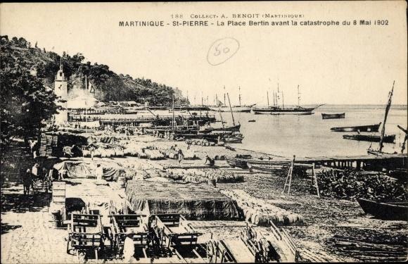 Ak Saint Pierre Martinique, La Place Bertin avant la catastrophe du 8 Mai 1902
