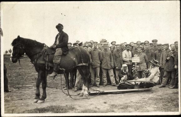 Foto Ak Deutsche Soldaten in Uniformen, Kostümierte, Handels U Boot Deutschland, Pferd, I. WK
