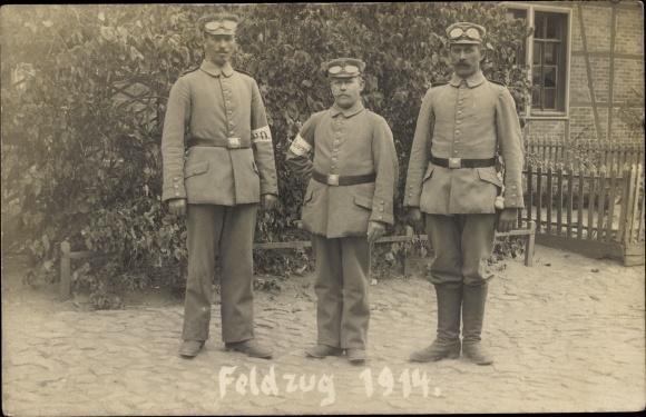 Foto Ak Deutsche Soldaten in Uniformen, Fahrer?, Schutzbrille, Feldzug 1914
