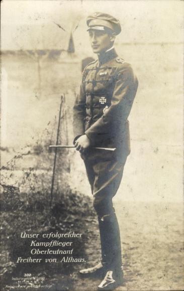 Ak Deutscher Kampfflieger, Oberleutnant Freiherr Ernst von Althaus, Standportrait, Sanke 382