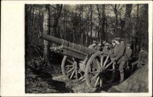 Foto Ak Deutsche Soldaten in Uniformen mit Geschütz