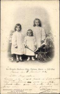 Ak Die Töchter von Zar Nikolaus II. und Alexandra Fjodorowna, Olga, Tatiana, Marie, Puppe