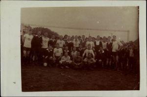 Foto Ak Jever in Friesland, Fußballmannschaft, UTV Vorwärts I, Gruppenbild vor Tor