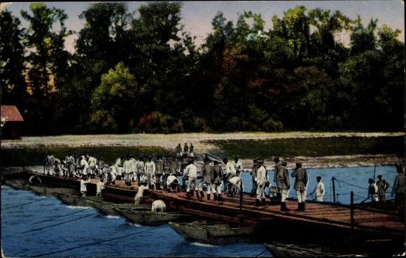 Ak Pioniere beim Brückenbau, Schiffbrücke