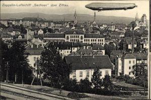 Ak Zittau in der Oberlausitz, Zeppelin LZ 17 Sachsen über der Stadt