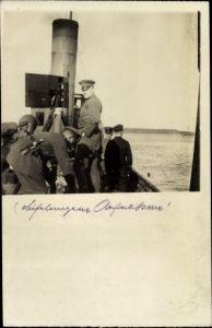 Foto Ak Deutsches Kriegsschiff, Matrosen und Soldaten auf einem Kriegsschiff