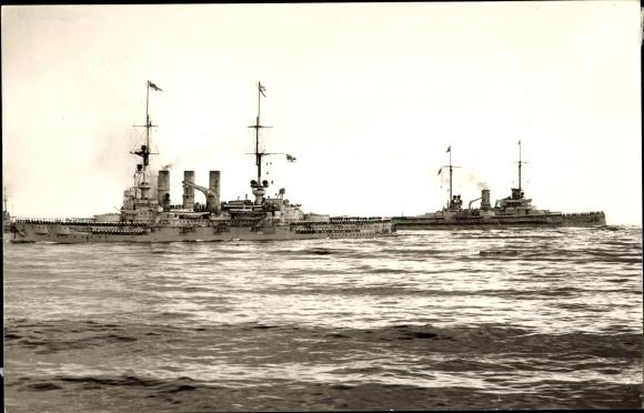 Foto Ak Deutsches Kriegsschiff, Flottenparade, SMS Seydlitz, SMS Deutschland
