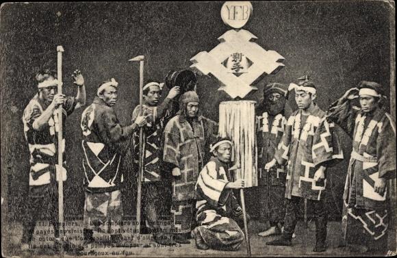 Ak Pompiers, YFB, Feuerwehr, Feuermänner in traditioneller Kleidung