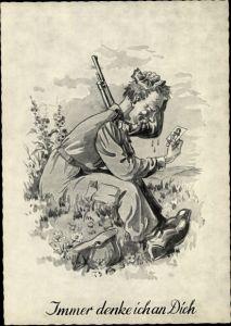 Künstler Ak Immer denke ich an Dich, Soldat mit Foto der Liebsten