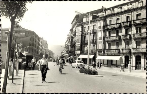 Ak Irún Irun Baskenland Spanien, Paseo Colon, Straßenpartie, Passanten