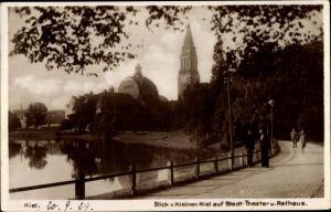 Ak Kiel in Schleswig Holstein, Blick v. Kleinen Kiel auf Stadttheater u. Rathaus