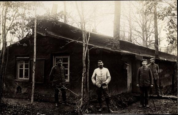 Foto Ak Deutsche Soldaten in Uniformen, Schreibstube, Soldaten Fuhrmann, Geiger, Hofer, März