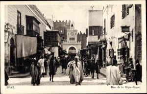 Ak Sfax Tunesien, Rue de la République, Straßenpartie, Araber, Maghreb