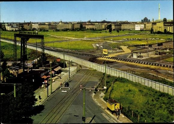 Ak Berlin Tiergarten, Potsdamer Platz aus der Vogelschau, Berliner Mauer