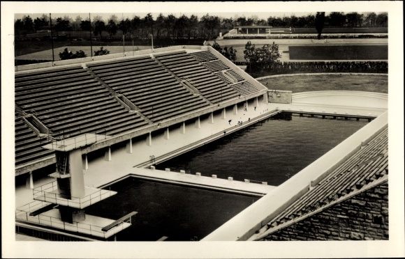 Ak Berlin Charlottenburg, Blick auf das Schwimmstadion