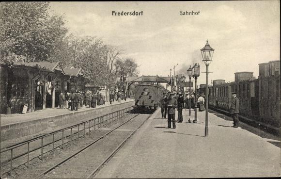 Ak Fredersdorf Vogelsdorf Brandenburg, Bahnhof, Gleisseite