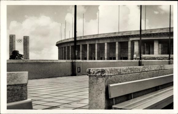 Ak Berlin Charlottenburg, Reichssportfeld, Osttor, Olympische Ringe, Kampfbahn