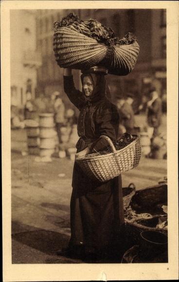 Ak Hamburg, Straßenhändlerin mit Weidenkörben, Marktfrau