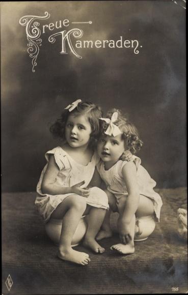 Ak Zwei Mädchen auf Töpfchen, Portrait, Treue Kameraden, Humor