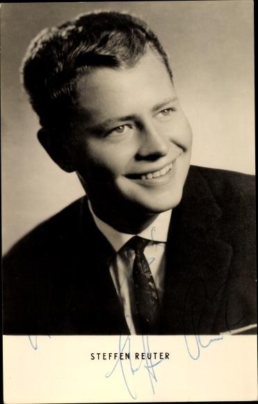 Ak Schauspieler Steffen Reuter, Portrait, Krawatte, Autogramm