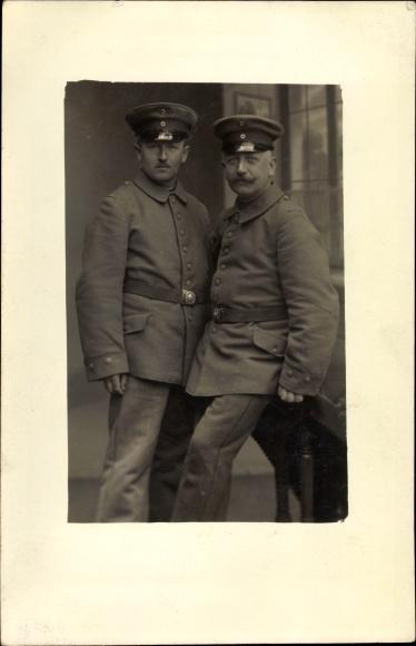 Foto Ak Zwei deutsche Soldaten in Uniformen, Portrait