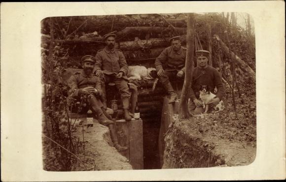 Foto Ak Deutsche Soldaten, Uniformen, Hund, I. WK