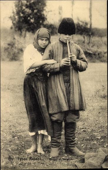 Ak Russische Typen, Hirten, Junge und Mädchen, Flöte