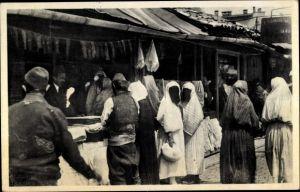 Ak Sarajevo Bosnien Herzegowina, Verschleierte Türkinnen beim Kauf