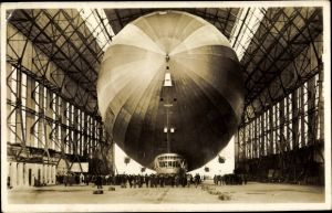 Ak Luftschiff LZ 127 Graf Zeppelin, Einbringen in die Halle