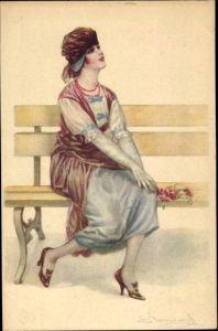 Künstler Ak Frau auf einer Bank, Kleid, Mütze