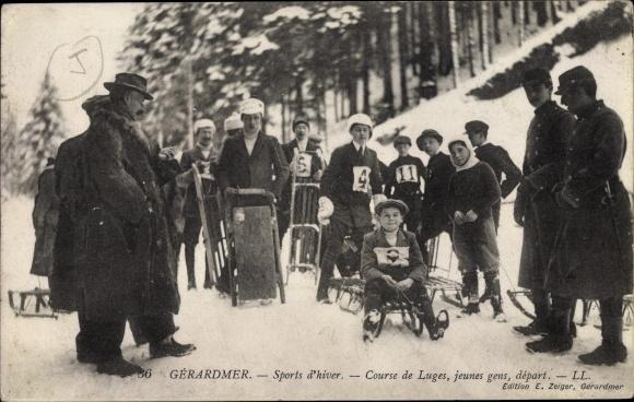 Ak Gérardmer Lothringen Vosges, Sports d'Hiver, Course de Luges, jeunes gens, départ