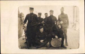 Foto Ak Französische Soldaten in Uniformen, Gruppenportrait
