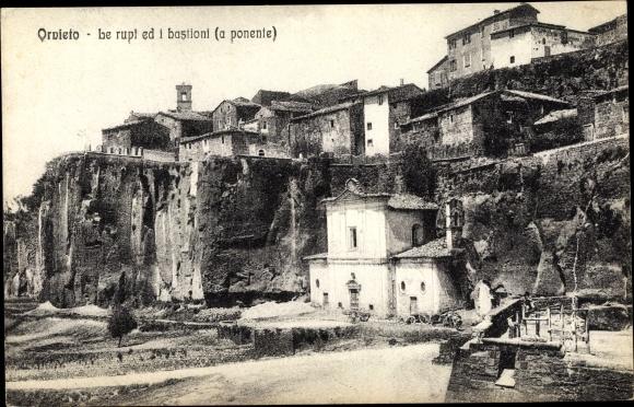 Ak Orvieto Umbria, Le rupt ed i bastiani, a ponente
