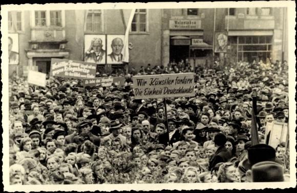 Foto Ak Wir Künstler fordern die Einheit Deutschlands, DDR Demonstration, Bebel, Thälmann
