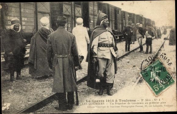 Ak Les Goumiers, Un Brigadier de Goumiers au premier plan