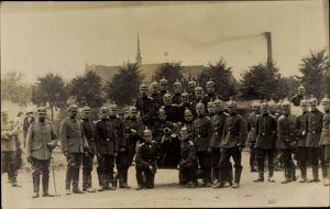 Foto Ak Deutsche Soldaten in Uniformen, Pickelhauben, Geschütz, Artillerie