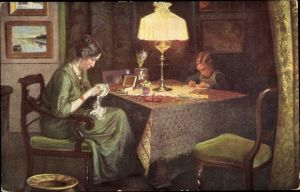 Künstler Ak Kornerup, V., Beim Lampenlicht, Frau beim Sticken