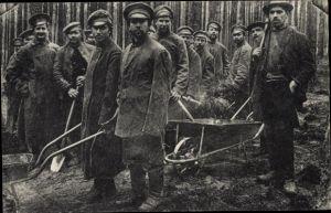 Ak Zossen Wünsdorf in Brandenburg, Gefangenenlager, Kriegsgefangene, Waldarbeit